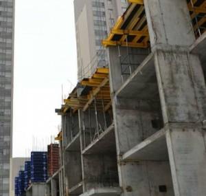 строительство здания из более прочного бетона новой рецептуры