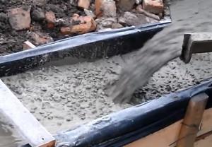 фото заливки ленточного фундамента бетоном