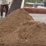 песок для бетона на площадке
